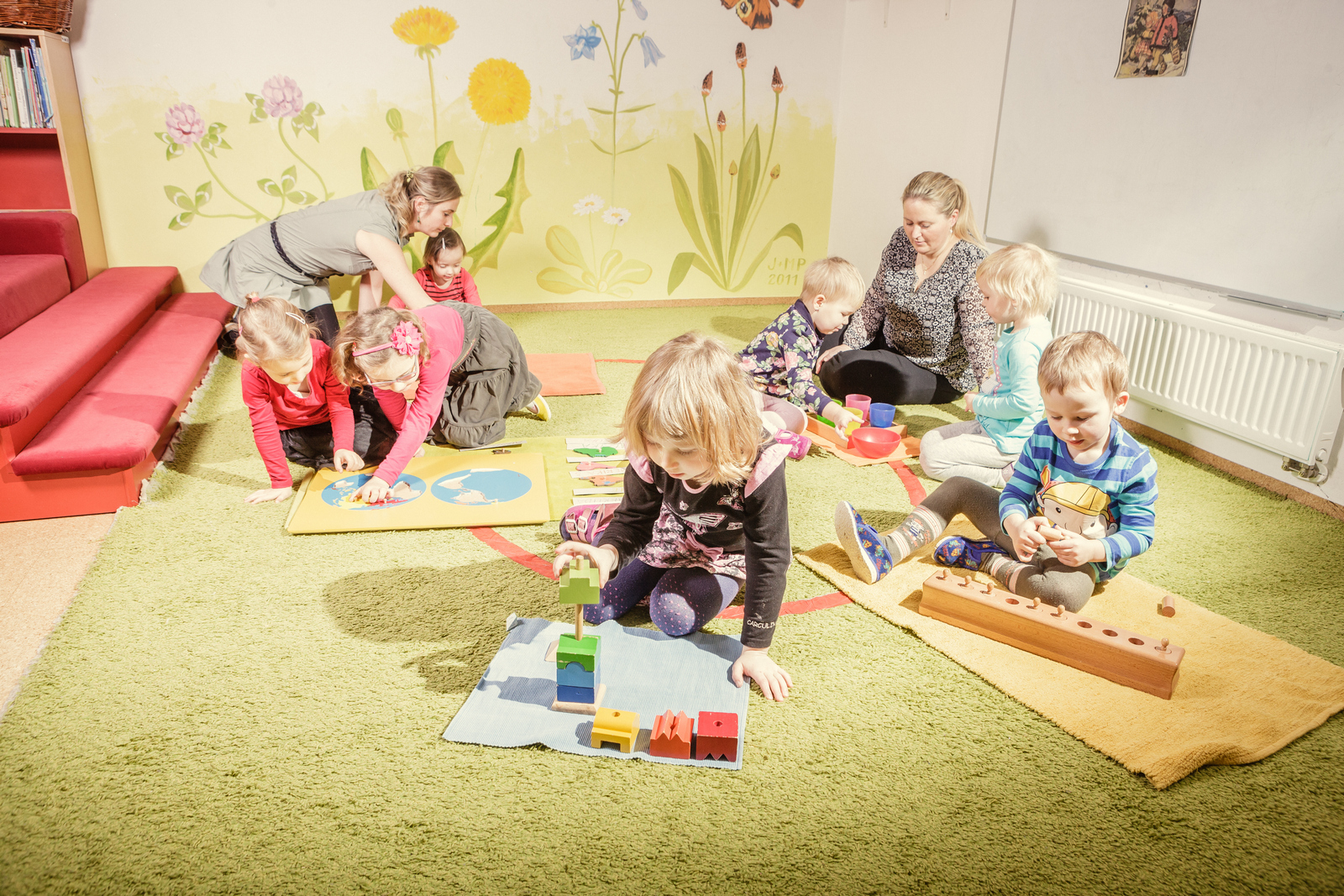 Po skončení své práce jsou děti zodpovědné za úklid pomůcky.